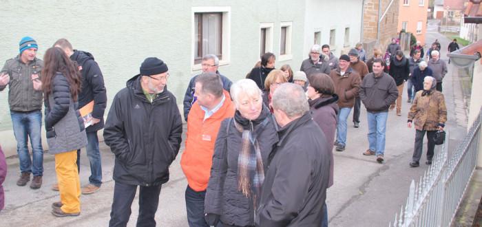 Bürgerinnen und Bürger im Gespräch mit den Kandidaten