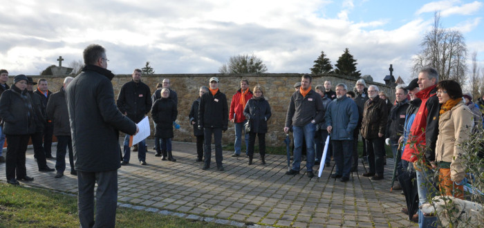... geplanter Ausbau der Bestattungsformen (Urnenbestattung) auf der Freifläche östlich des Friedhofes
