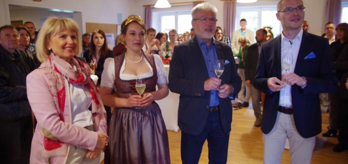 Bei der offiziellen Eröffnung des Weinfests.